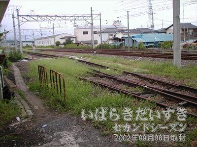 【筑波鉄道の線路】JRの敷地内にはまだ、筑波鉄道の線路が一部残っています。写真左手が水戸方面。右手が土浦駅方面。