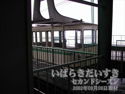 【ロープウェイ 女体山山頂駅】<br>ロープウェイは出発時間を待っています。
