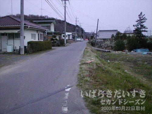一般道路<br>民家の続く道路を歩きます。