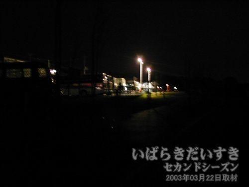 暗闇の中の筑波駅<br>う~、なんとか筑波駅にたどり着きました~(涙)。。