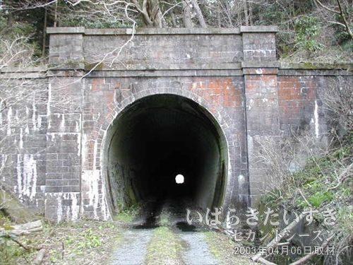 常磐線 旧トンネル 夕筋トンネル:広野駅方面<br>デザインは一転して、ゴシック調のがっちりしたデザインになりました。