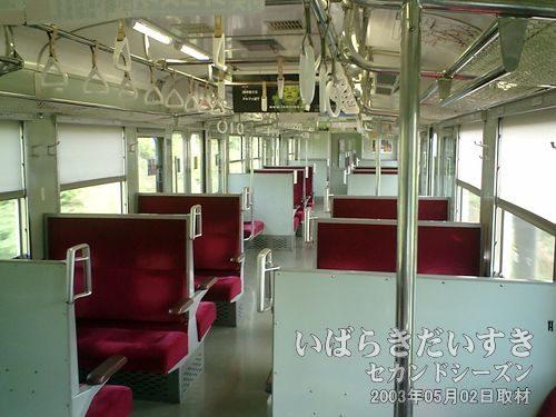 空いている常磐線車両<br>常磐線も平日の14時30分頃だと、こういう風にがらがらな車両もあります。