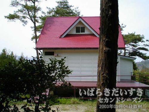 通称「赤い屋根の家」<br>人が住んでいるような気配がしません。。