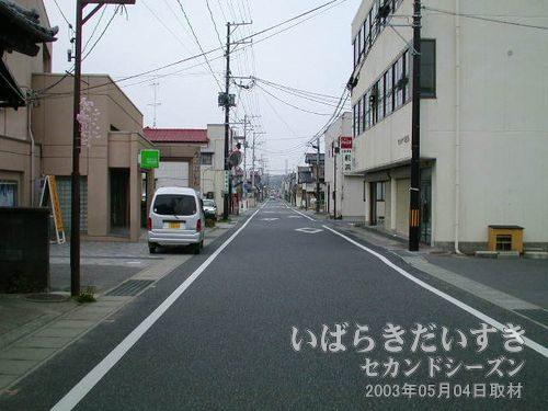広野駅前商店街<br>商店街と言えるほどお店はありません。シャッター商店街という感じ。