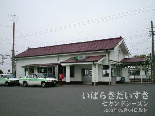 常磐線 広野駅 駅舎<br>「♪今は山中から、今は浜~」で有名な童謡「汽車」の石碑がある駅。
