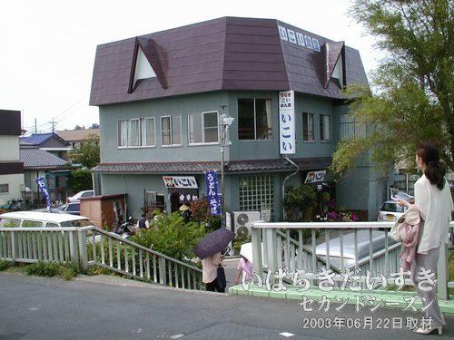 いこい食堂<br>あやめまつり会場付近には、いくつか食事のできるお店やホテルのレストランがあります。