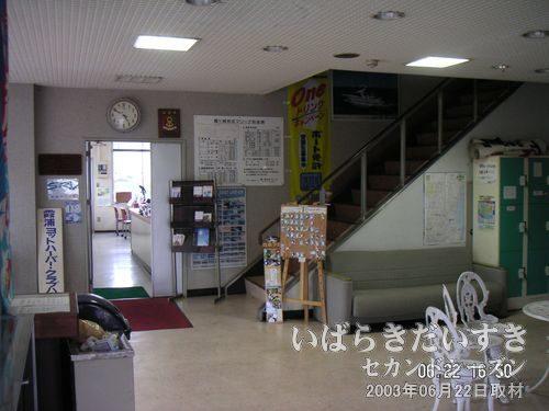 京成マリーナ―の建物内<br>どちらかというと、こちらの京成マリーナ事務所内に関しては、個人的に思い入れはありません。やっぱり、ランデブーの方かな。