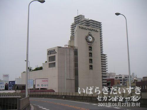 土浦 東武ホテル(閉店)<br>こちらのホテルも閉鎖されています。時計は08時50分で止まったままです。