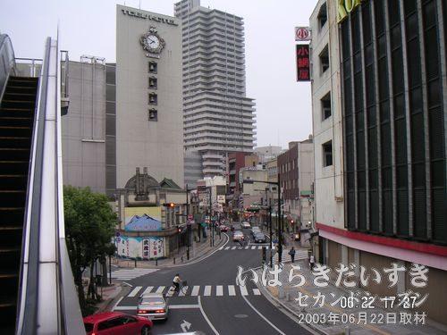 常磐線 土浦駅方向を眺める<br>私たちの土浦は、いったいどこに向かっているのでしょうか。