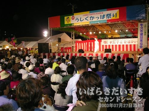 平岡千佳ショー<br>この方のことを知らなかったのですが、お客さんはかなり入っています。