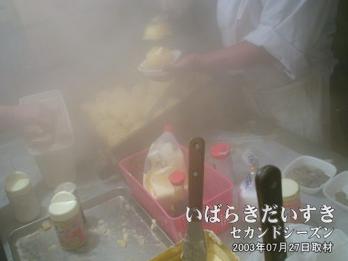 じゃがバター<br>お祭りと言えば、じゃがバター。塩で食べてもおいしいです(*^^*)。