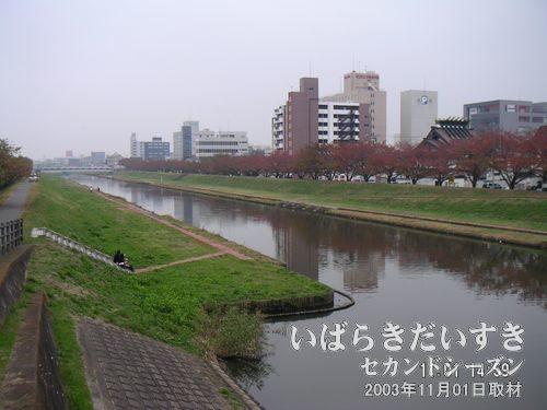 桜川<br>ちょうど下校時間のようで、女子校生ちゃんたちがちらほらいらっしゃいます。