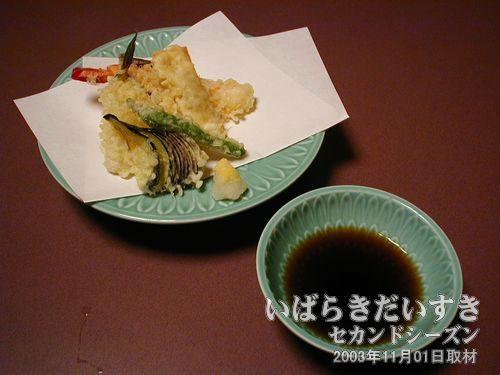 天ぷら<br>納豆を春巻きの皮で包んだものも入っています。