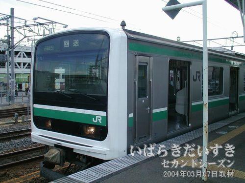 常磐線 E501系<br>日本語と英語のバイリンガルで車内放送をしてくれます。(土浦駅到着後に撮影)