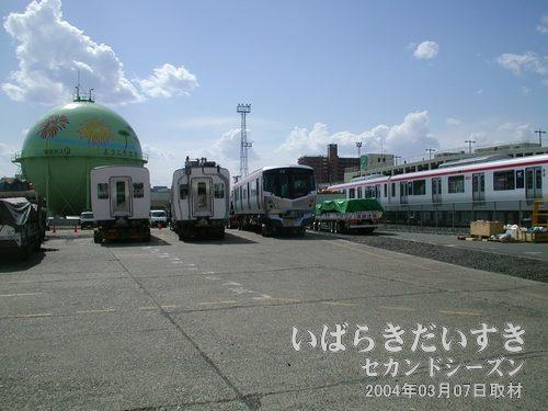 土浦駅 JR貨物の敷地に入る<br>警備員の方に許可をもらい、カラーコーンの外側から撮影させてもらいます。