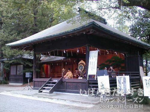 常磐神社 能楽殿<br>紫峰雅楽会による雅楽演奏会が行なわれていました。