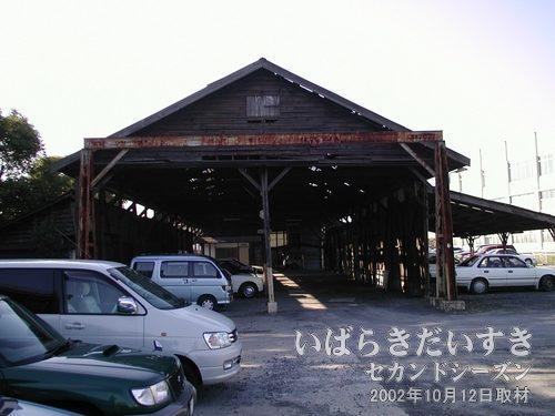真鍋機関区 建物全景(2002年10月12日撮影)