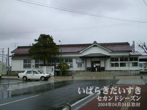 常磐線 小高駅<br>常磐線でよく見かける意匠の駅舎。