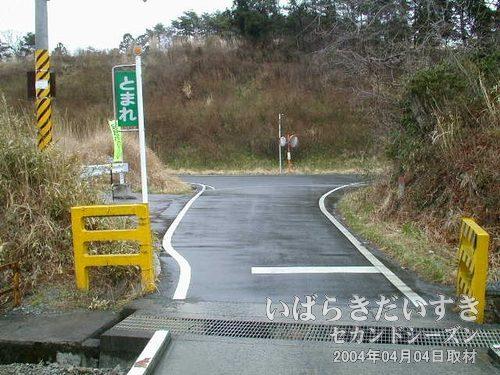 小高街道踏切を通過<br>ここを左折。