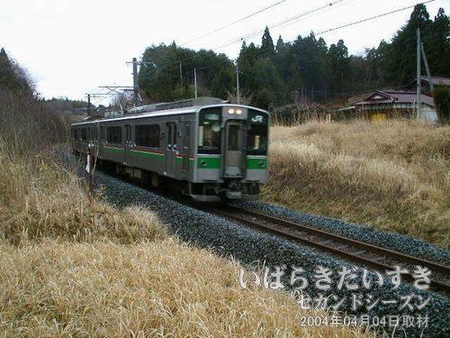 常磐線が通過します<br>休憩中、常磐線が通過。