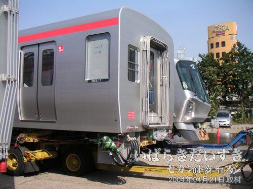 つくばエクスプレス車両の納品<br>もともと、土浦駅にTX車両がいて見学できたのも偶然だし、もう二度とお目にかかれないであろう。