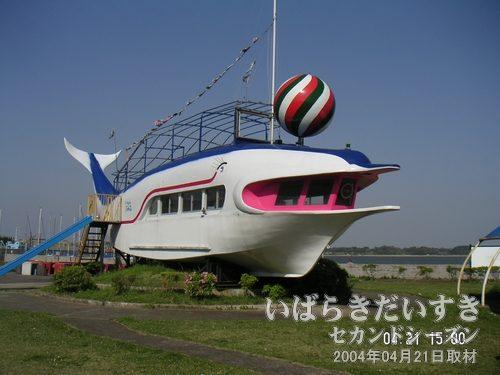 フリッパー号<br>きれいに塗装メンテナンスされています。京成マリーナさんのやる気?が感じられます。