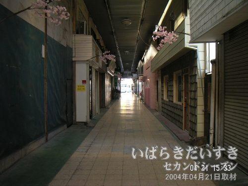 土浦名店街<br>この通りを通り抜ける必然性(導線)がなくなってしまった今、再考をするときです。