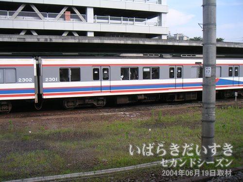 関東鉄道常総線<br>ここ取手駅から水海道、下館方面に行く気動車です。2両編成。いつか乗ってみたい。
