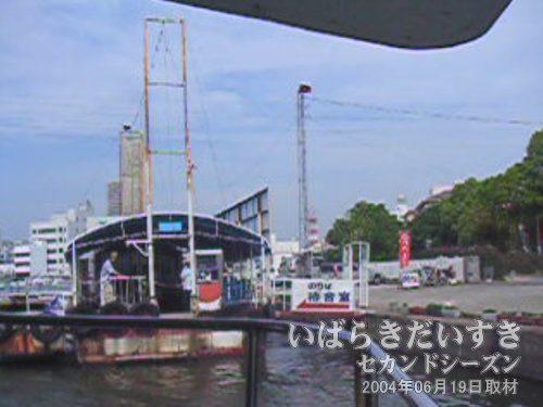ジェットホイルつくば号、土浦港を出港!<br>ドドドド!!!と、あっという間に土浦港から離れていきます。