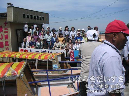 記念撮影<br>十二橋巡りをした他の団体さんの記念撮影を撮影。