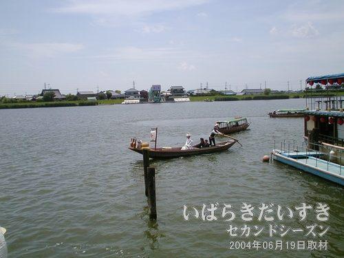 舟は常陸利根川まで出る<br>この後、舟はUターンしてこちらの岸に接岸します。