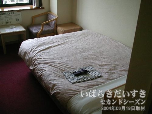 ベッドも広い<br>幅広のベッド。