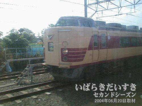 特急あやめの車両<br>動く電車の中から撮影することに成功。