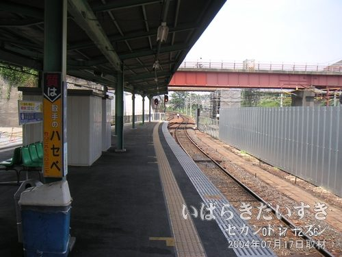 進行方向を眺める<br>取手駅のホームがこんなにも長い。今でこそ2両編成ですが、昔はもっと車両が長かったのかしら?(´・ω・`)。