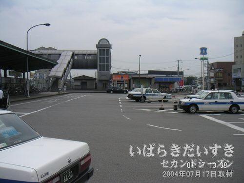 関東鉄道常総線 水海道駅前ロータリー<br>水海道駅前のロータリーは大変大きい。