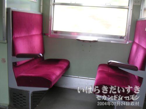 常磐線 ボックス席を独り占め<br>旅の醍醐味は、ロングシートではなく、ボックス席。この時間帯は空いています。