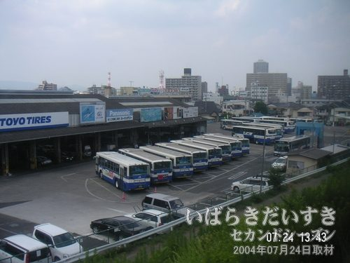 JRバスの土浦営業所<br>まもなく土浦駅、というところで左手眼下にJRバスの営業所が見えてきます。