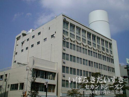 旧・丸井土浦店<br>旧丸井本館側には、図書館が入る、との噂があります。
