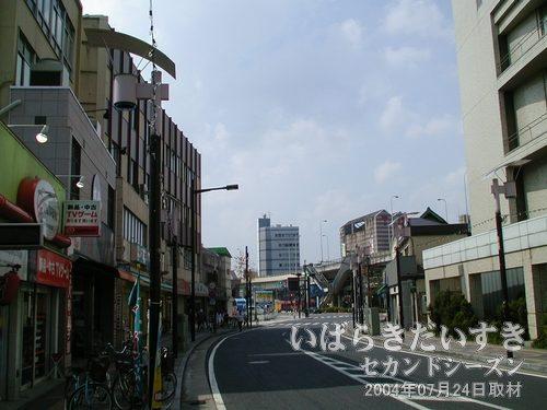 旧・小網屋方面<br>小網屋の建物が無くなったからか、土浦市街の空が広くなったような気がします。