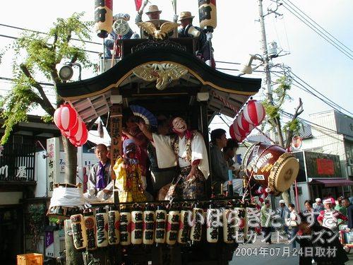 「生田町」の山車<br>子どもひょっとこと、笑いの踊り。波長がとれた踊りを披露してくれます。