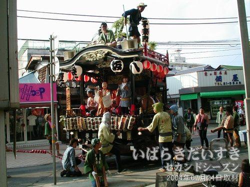 千束町<br>文京町と生田町の山車に合流してきました。