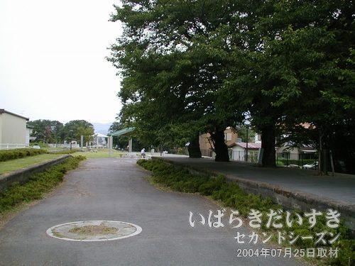 真壁駅の引込線があった場所<br>岩瀬駅方面を眺めています。