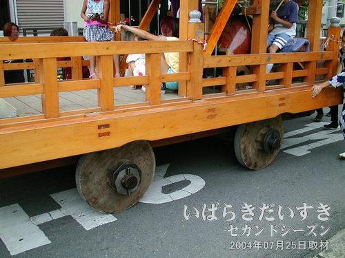 木製の車輪<br>車輪自体は大きくありませんが、木製なのが高ポイント。