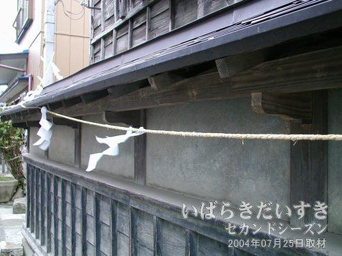 作り込まれた軒先<br>軒先も職人の手による手作り感があり、高級です。