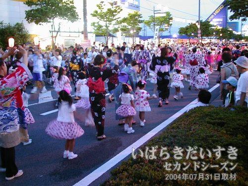 小さな女の子<br>アートスタジオさんでは、このような小さなダンサーまで参加されています。