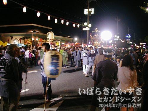 祭りが盛り上がる<br>新興住宅地でありながら、これだけ一体感のある祭りはそうありません。
