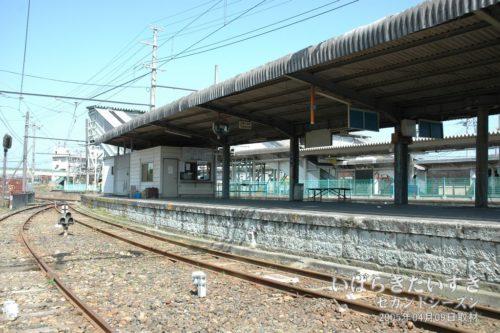 【 日立電鉄線の改札がある方向 】<br>改札のプレハブが見えます。