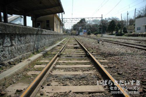 【 日立電鉄線 大甕駅のレール 】<br>日立電鉄線の営業中では撮影することができない角度で、線路の写真を撮影します。