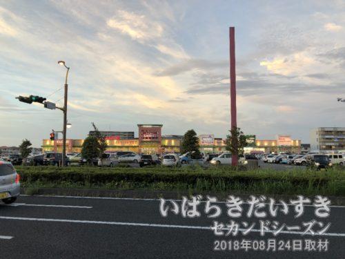 TXみらい平駅前にはKASUMI(カスミ)。
