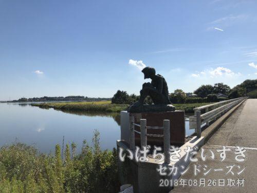 三日月橋を渡り、泊崎方面へ向かう。